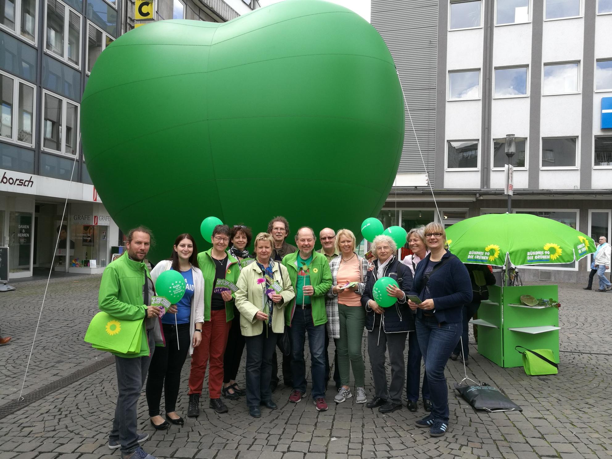 Riesiges aufblasbares Herz ist Hingucker in Wuppertal