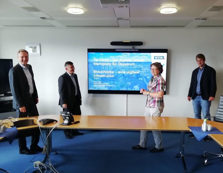Klimapolitischer Austausch beim Talmarkt mit Anja Liebert und Michael Bloss, MdEP